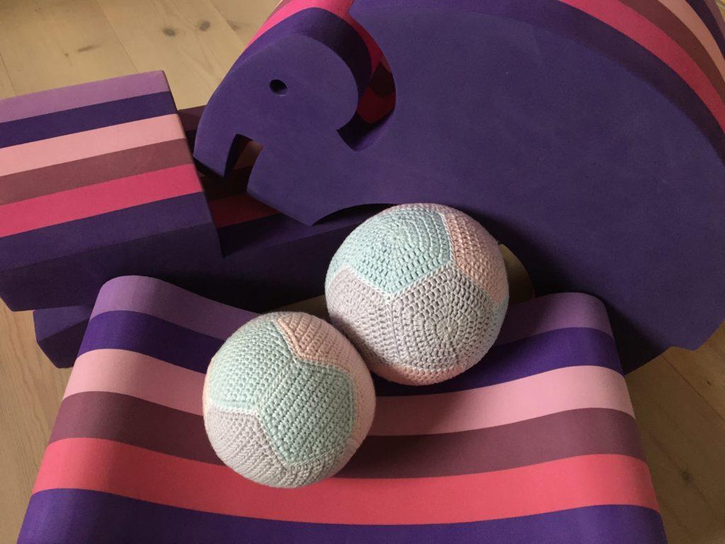 Hæklet bold hæklede bolde femkanter 5kanter rasle