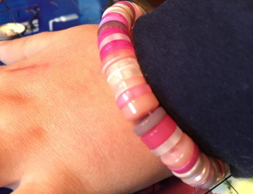 DIY: Lav et armbånd af knapper