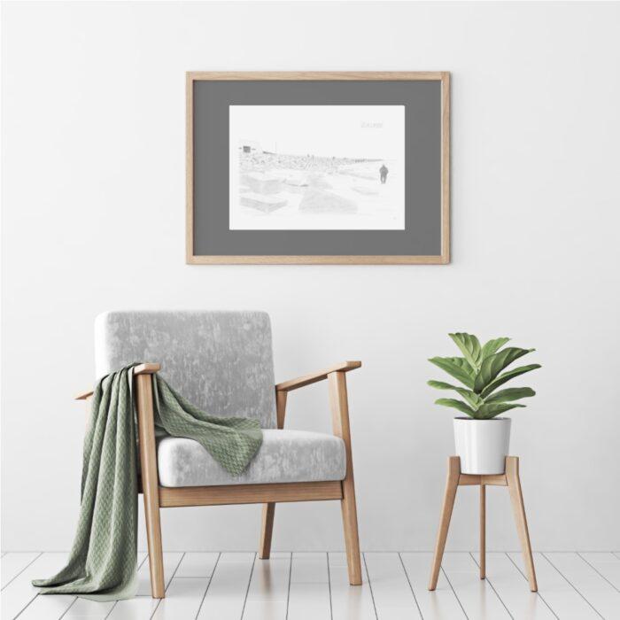 Plakat med Vorupør Mole i Thy, hvor Vesterhavet skyller ind på stranden, tegnet af Kreative Lise